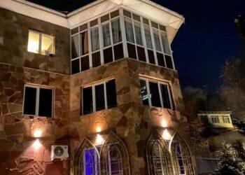Полицейские накрыли бордель с элитными проститутками в Алматы 2