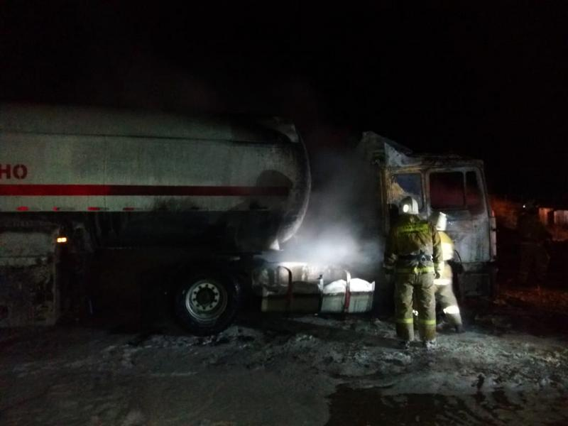 Грузовик с 12 тоннами газа загорелся на юге Казахстана 1