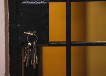 Казахстанец отсидит два года в корейской тюрьме за то, что ходил по клубам (и не только) 2