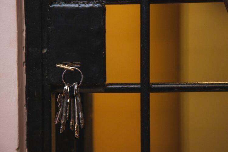 Казахстанец отсидит два года в корейской тюрьме за то, что ходил по клубам (и не только) 1