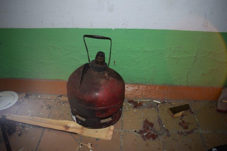 Фото: пресс-служба ДЧС Акмолинской области / четырехлитровый газовый баллон, который взорвался