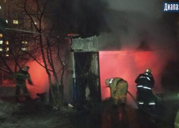 Гараж вместе с машиной сгорели в Актобе 1