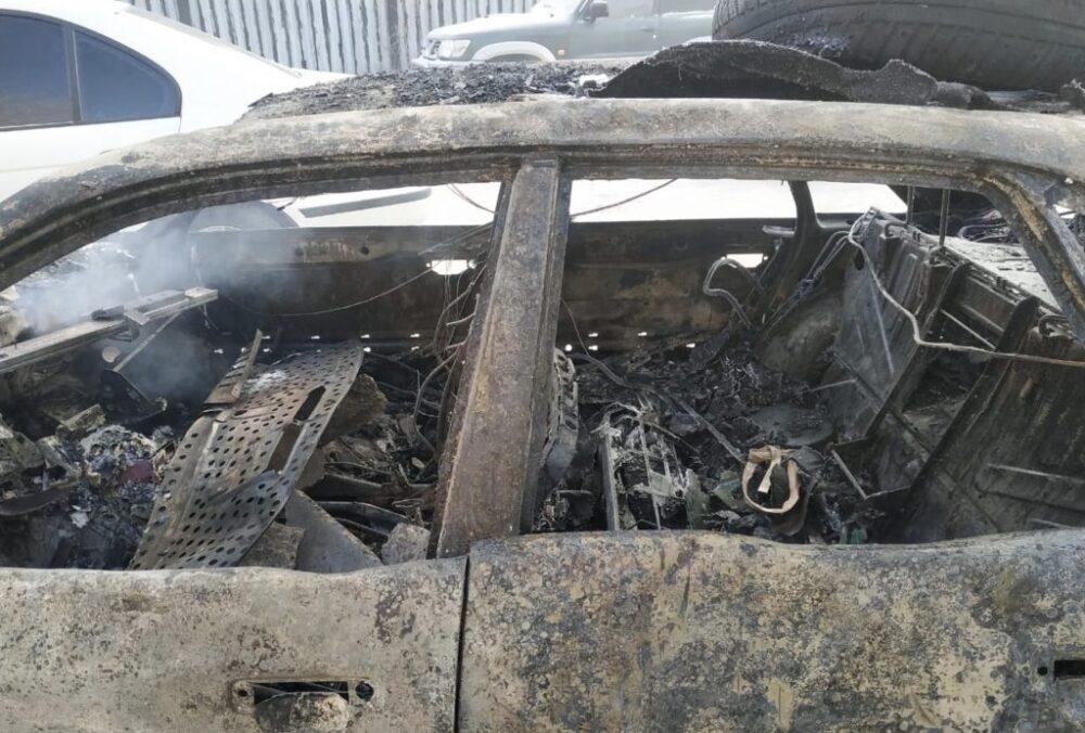 В Нур-Султане произошел пожар: сгорели 13 автомобилей 1