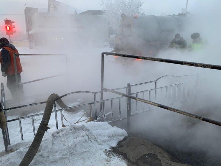 Жители Павлодара остались без тепла из-за аварии на теплотрассе 1