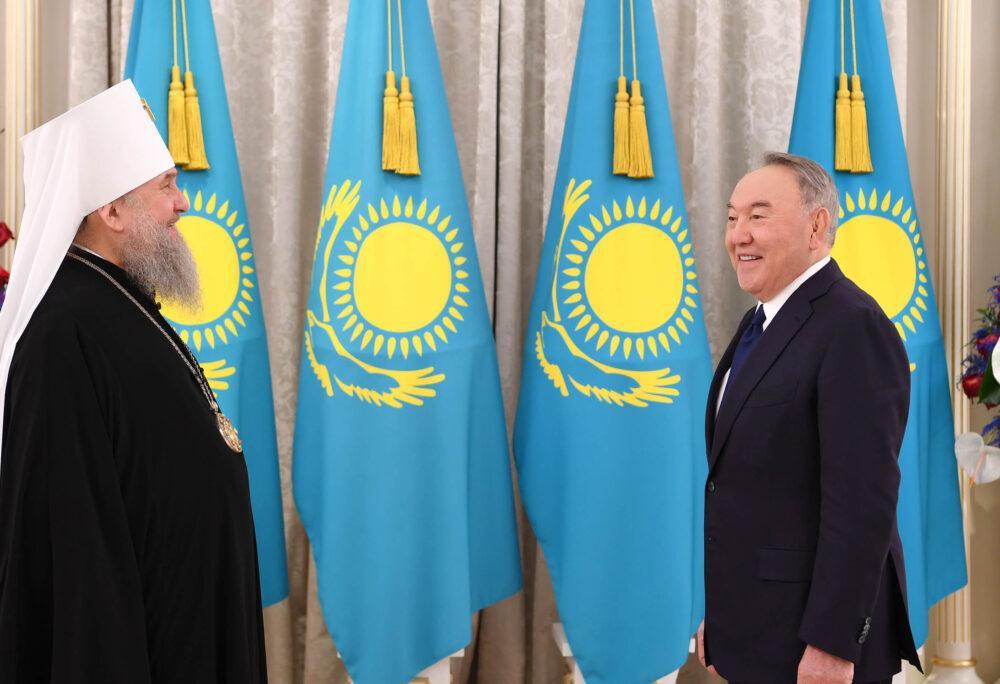 Елбасы вручили высшую грамоту Православной Церкви Казахстана 3