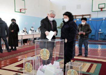 Бердибек Сапарбаев проголосовал на парламентских выборах 4