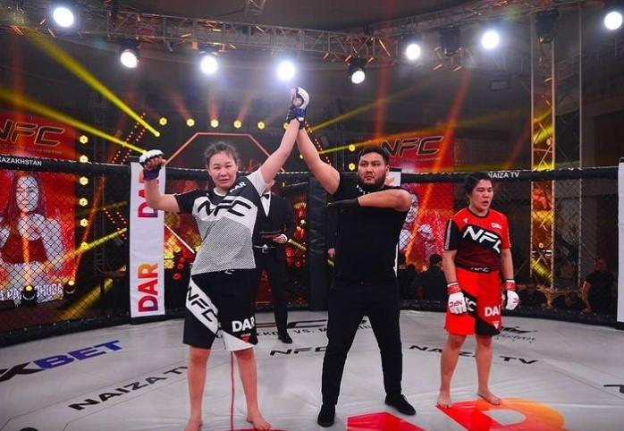По стопам брата. Сестра бойца UFC Рахмонова дебютировала с победы в профессиональном ММА 1