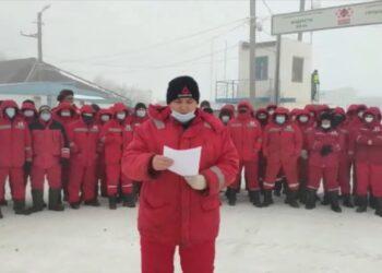 Актюбинские нефтяники устроили забастовку. Они требуют повышения зарплаты 1