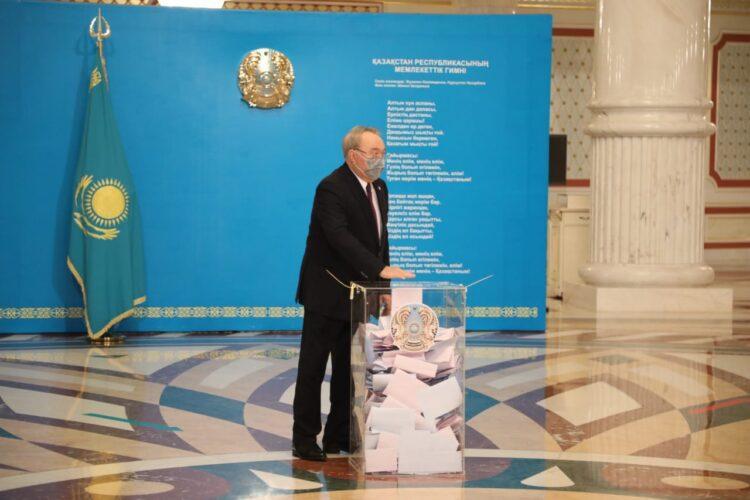 Елбасы проголосовал на парламентских выборах 1