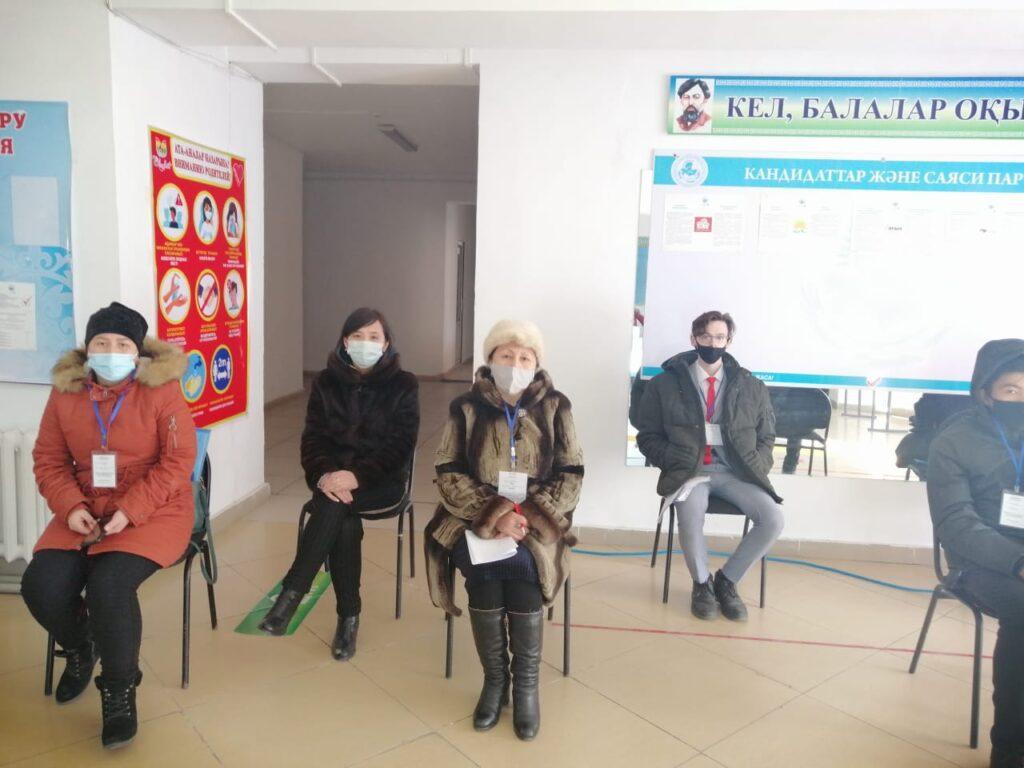 Наблюдатели: в Туркестанской области активно голосуют пенсионеры 2