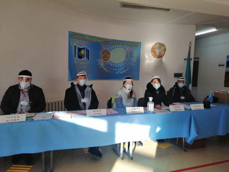 Наблюдатели: в Туркестанской области активно голосуют пенсионеры 1