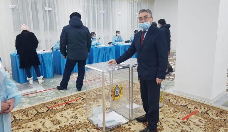Наблюдатели в Кокшетау рассказали о соблюдении санитарных норм на избирательных участках 1