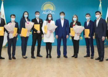 Более тысячи казахстанцев вступили в Nur Otan накануне Дня партии 4