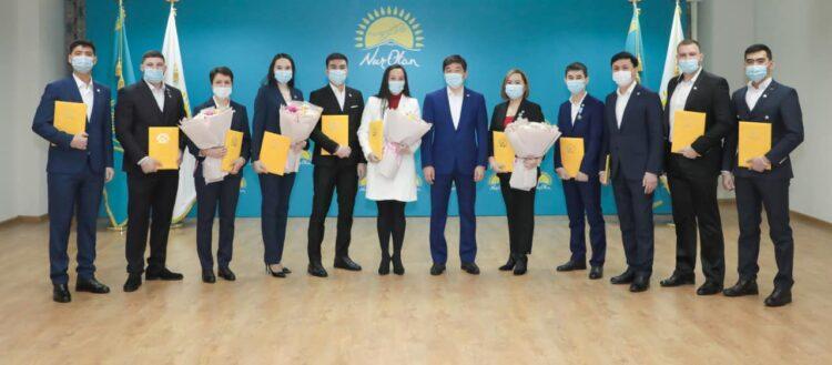 Более тысячи казахстанцев вступили в Nur Otan накануне Дня партии 1