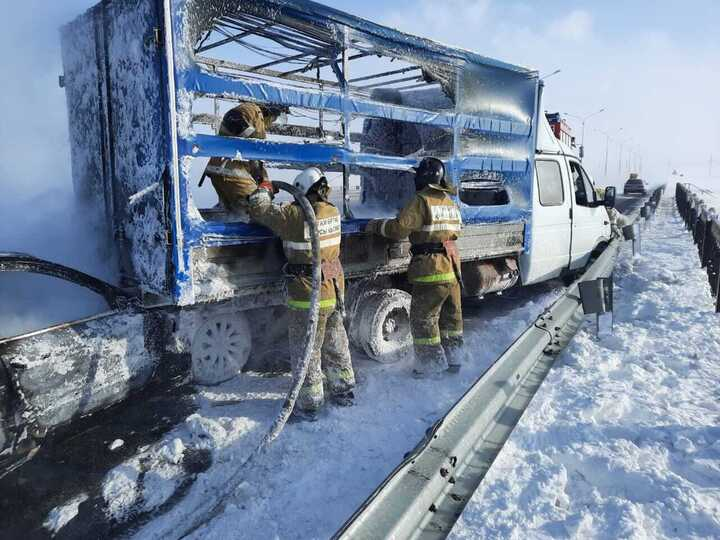 Массовое ДТП произошло на трассе Нур-Султан-Петропавловск: две машины сгорели
