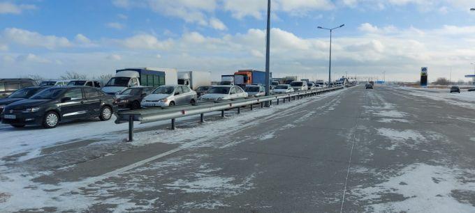 В Акмолинской области образовалось скопление более 800 автомобилей 1