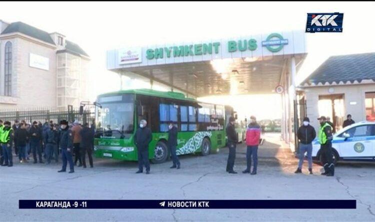 Аким Шымкента приехал успокоить бастующих водителей автобусов 1