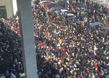 Давка на открытии магазина: В Нур-Султане наказали организаторов розыгрыша 1