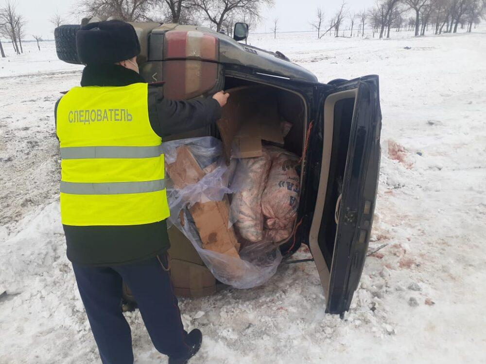 Два внедорожника с незаконно добытой рыбой перевернулись на трассе в ЗКО 1