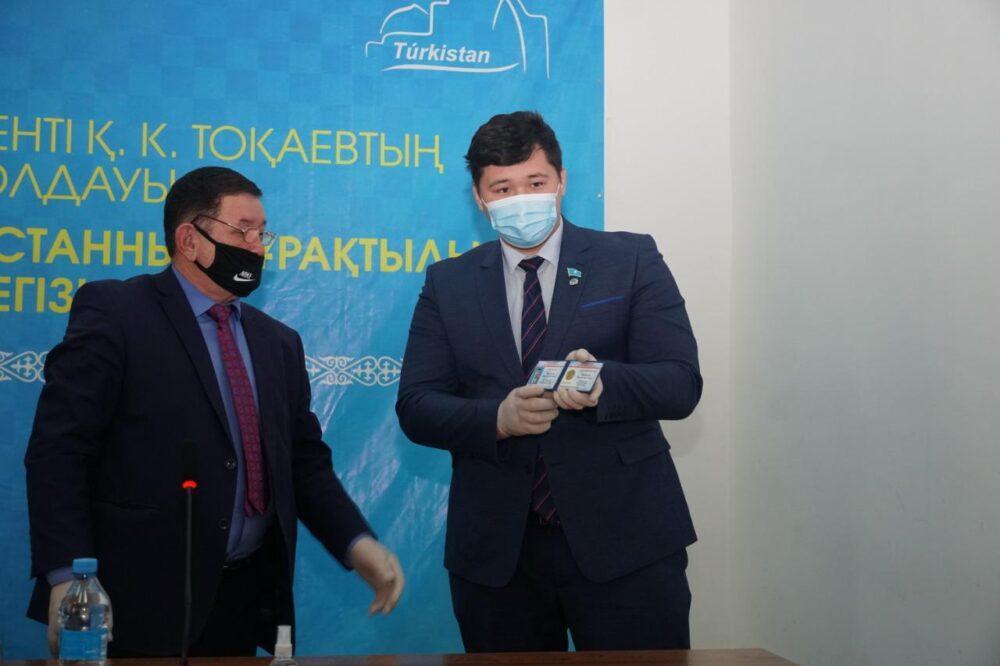 100 малообеспеченных семей получили продуктовую помощь от депутата из Туркестанской области 2