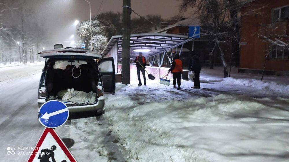 В Алматы за ночь выпало до 35 сантиметров снега 1