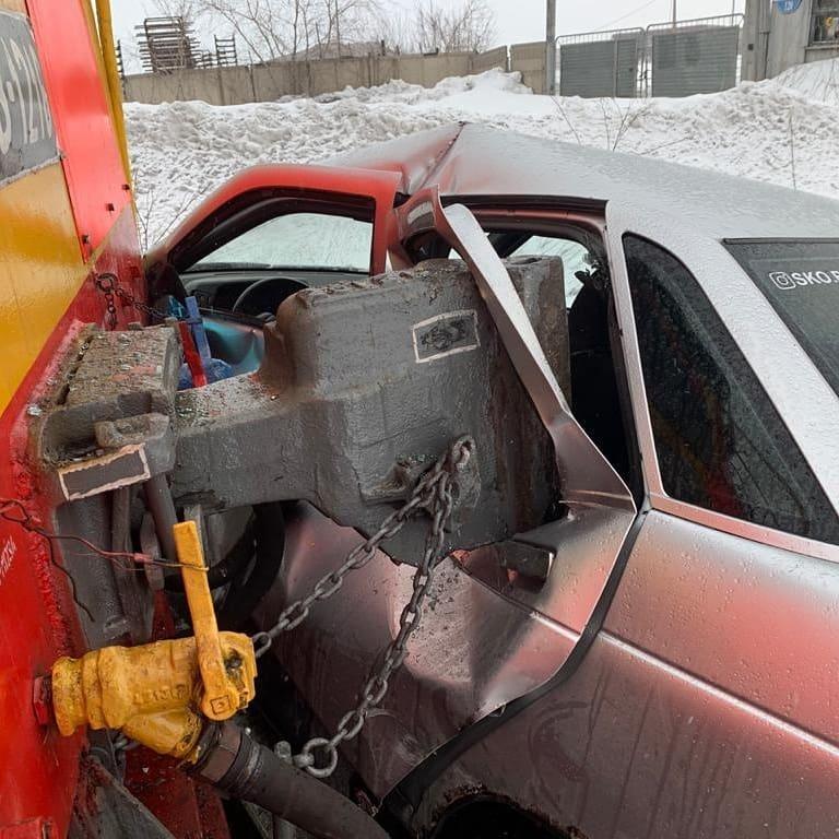 Тепловоз врезался в автомобиль в Петропавловске 1