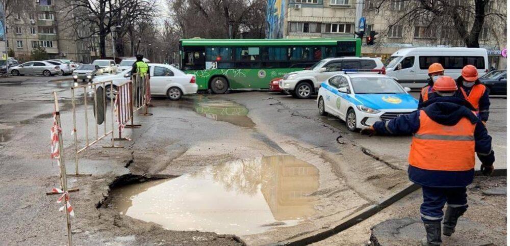 В Алматы за разрушенные дороги на два млн тенге оштрафовали подрядчика 1