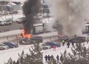 В центре Нур-Султана сгорела иномарка 1