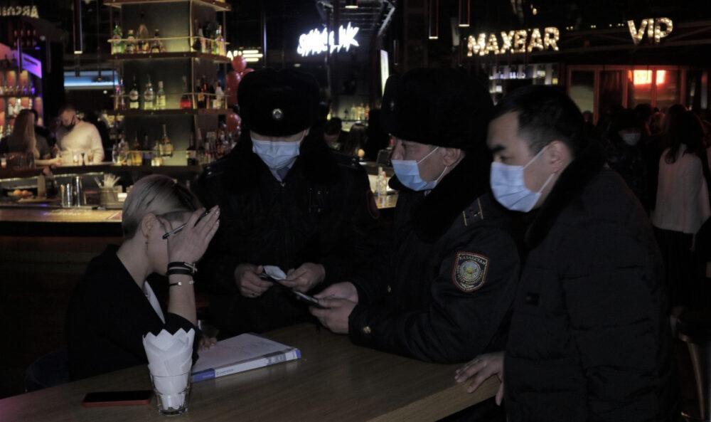 300 человек выдворила из бара Нур-Султана мониторинговая группа 2