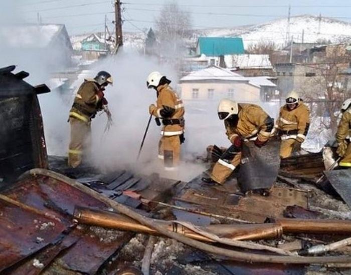 Женщину-инвалида спасли пожарные в ВКО 1