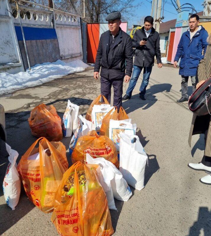 350 нуждающихся семей получили продуктовые корзины в Алматинской области 1