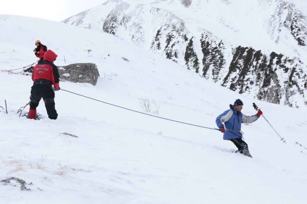Взрывы в горах Алматы: спасатели спустили огромную лавину 1