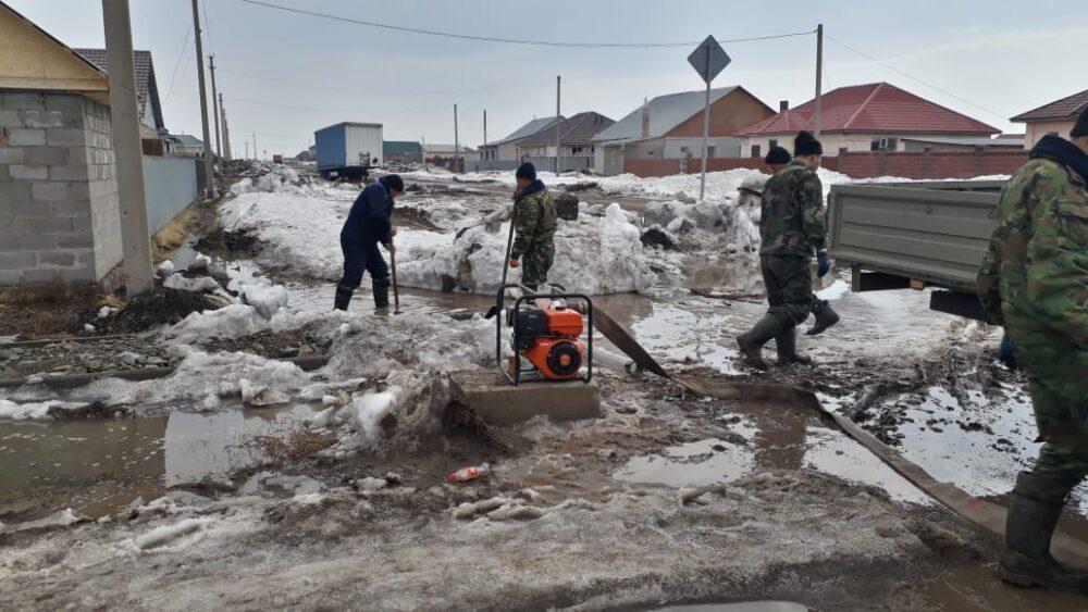 Затопило за 15 минут: МЧС спасает пригород Нур-Султана от потопа 3