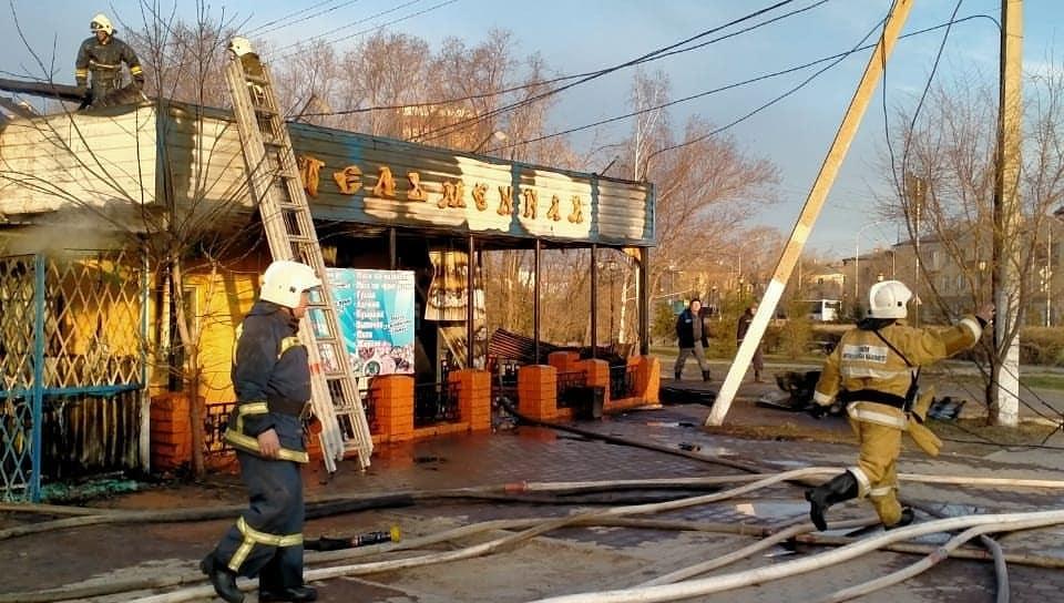 В Кокшетау сгорело кафе 1