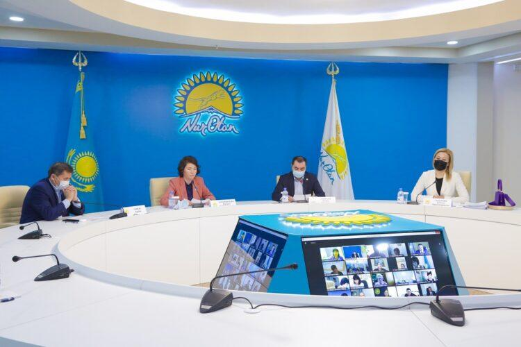 В партии Nur Otan обсудили проблемы отечественного образования 1