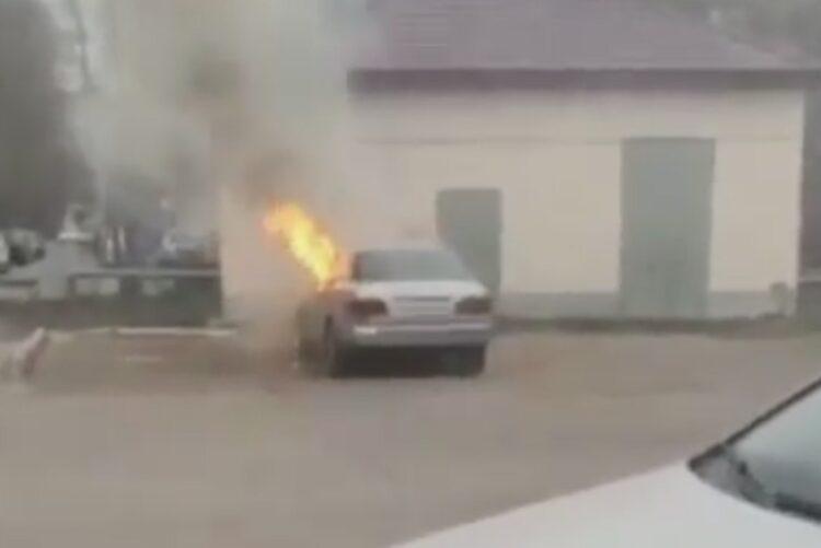 Астанчанин поджег машину своей девушки 1