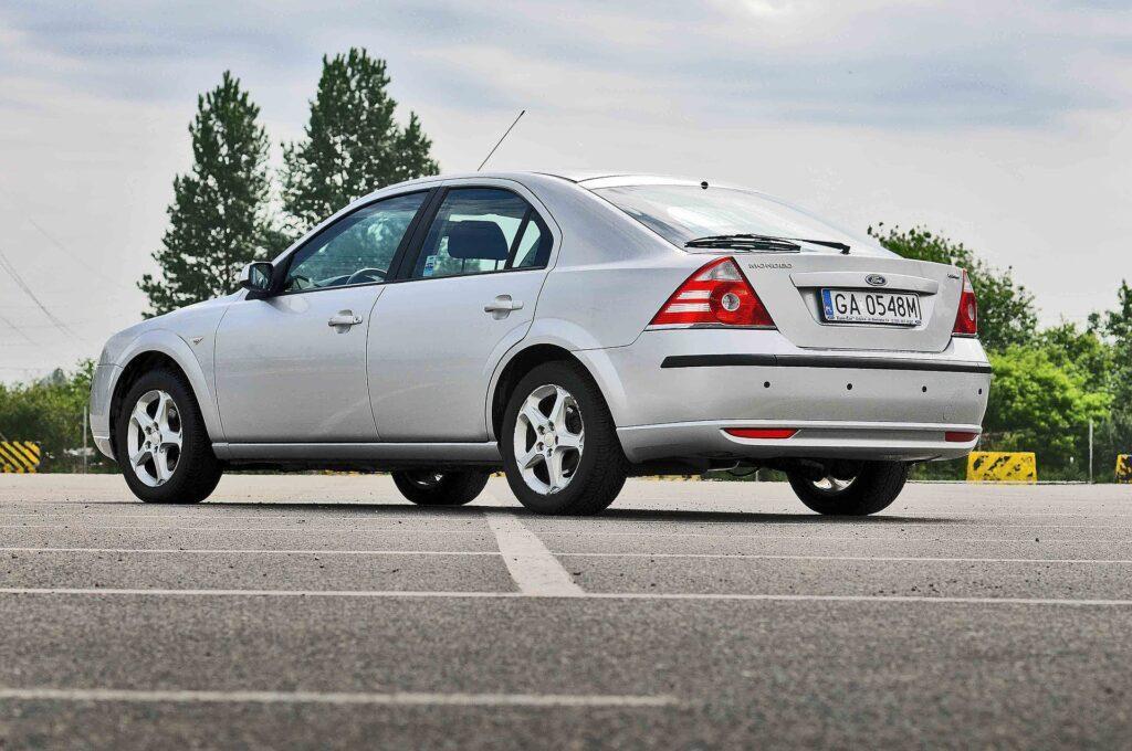 Кого оштрафуют в Казахстане, если врезаться в машину, припаркованную не по разметке