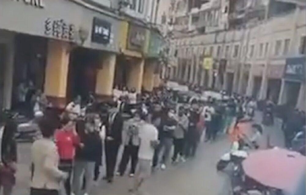 В Китае мужчина напал на детский сад и ранил 18 человек 2
