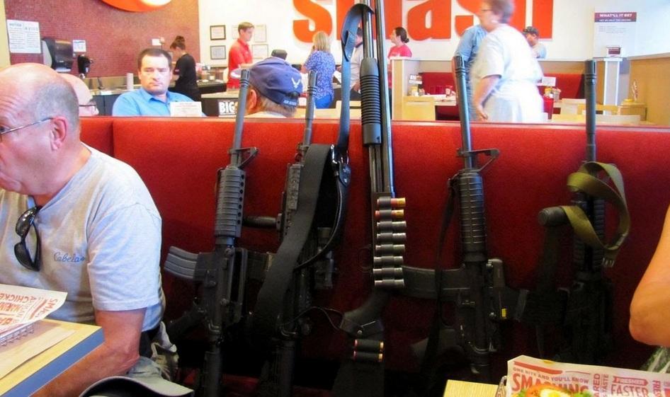 Американцы массово вооружаются из-за слухов 1
