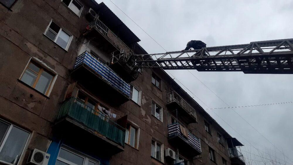 Мать с тремя детьми отравились угарным газом при пожаре в Караганде 1