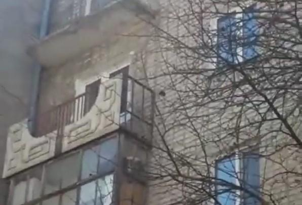 В Кокшетау обрушился балкон жилого дома 1