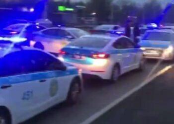 Десятки патрульных машин устроили погоню за пьяным водителем в Алматы 1