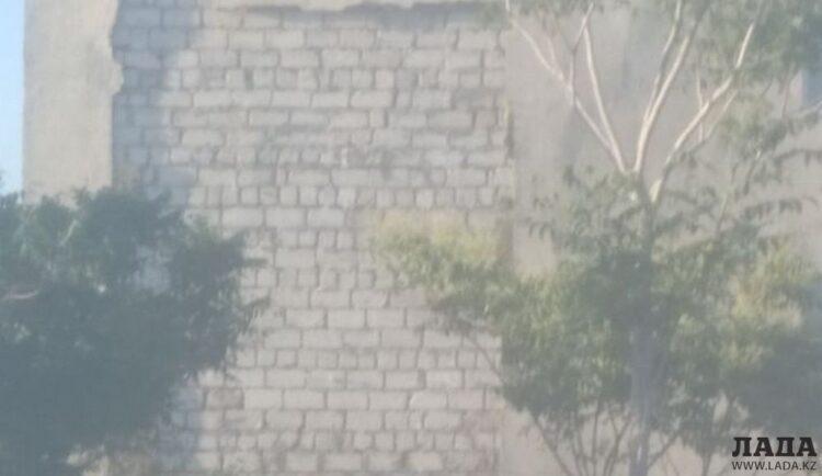 Фасад школы обрушился в Актау. В третий раз 1