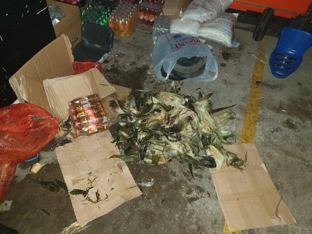"""""""Там наверняка и крысы есть"""": В Казнете ужаснулись от условий хранения продуктов в павильонах Нур-Султана 1"""