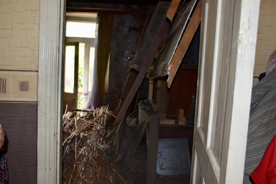 В Алматы обрушилась крыша дома, едва не убив жильцов 1