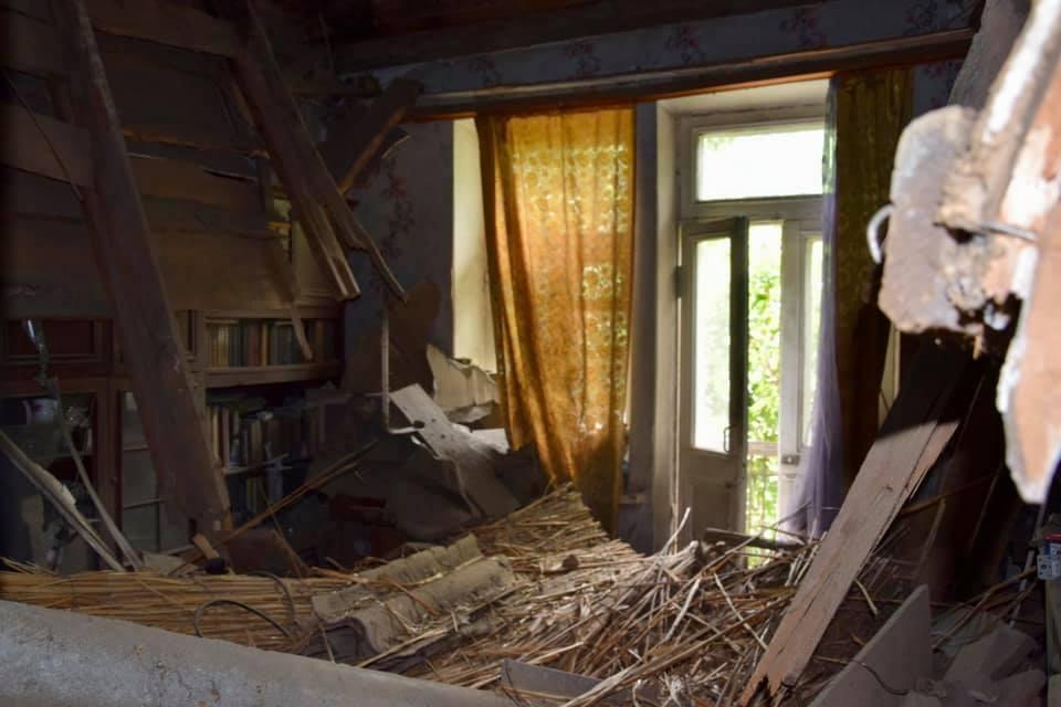 В Алматы обрушилась крыша дома, едва не убив жильцов 2