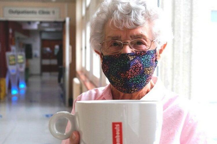 99-летняя пенсионерка устала бездельничать ивышла наработу 1