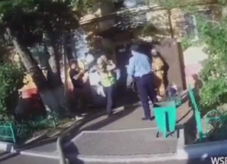 Спасение младенца из пожара попало на полицейский видеожетон в Нур-Султане 1