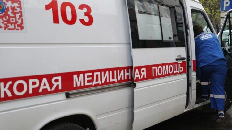 """""""Убитые дороги в Петропавловске"""". Чтобы доставить травмированного мужчину в больницу, медикам пришлось нести его на руках 1"""