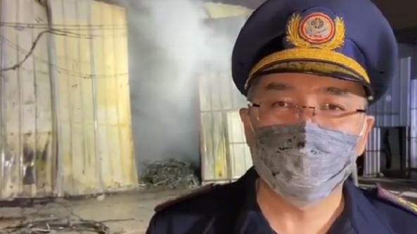 Склад в Алматы тушили 54 пожарных. Спасатели успели эвакуировать газовый баллон 1